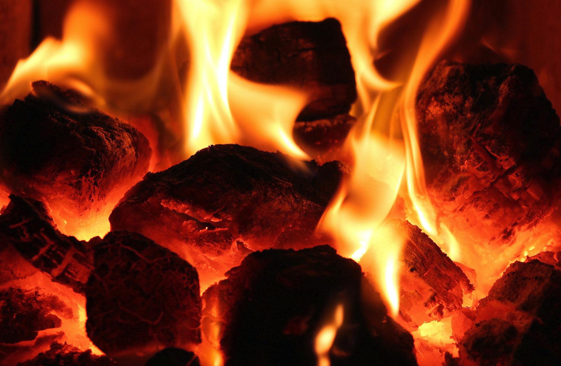 Výhody topení na pevná paliva