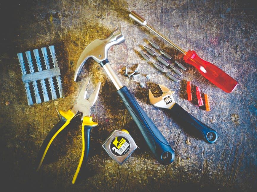 I pracovní nástroje potřebují vyrobit