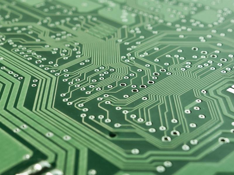 Bez desek plošných spojů by se elektronika neobešla